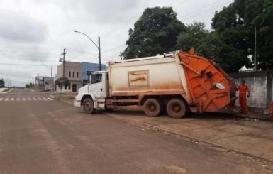 4 caminhões fazem coleta de lixo no feriado