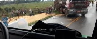 Acidente com carreta é registrado na RO-010 próximo ao distrito de Nova Estrela, em Rolim de...