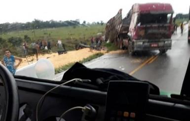 Acidente com carreta é registrado na RO-010 próximo ao distrito de Nova Estrela, em Rolim de Moura