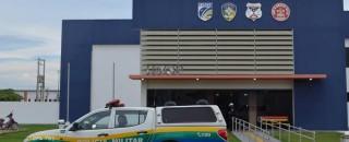Homem armado invade farmácia, rende clientes e rouba estabelecimento em Vilhena, RO