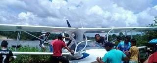 O misterioso caso do avião que surgiu no meio de rio na Amazônia