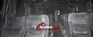 Ônibus  pega fogo e assusta passageiros, em Ji-Paraná