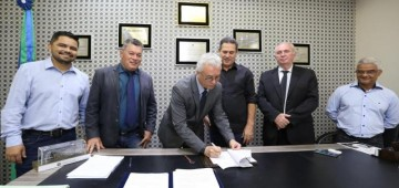 Assinado protocolo que consolida a implantação da rádio e TV Assembleia