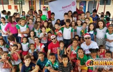 Mais de 350 presentes de natal são entregues a crianças em ação do Rotaract Club de Rolim de Moura