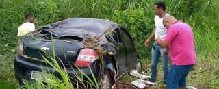Condutor escapa da morte após forçar ultrapassar e capotar na BR 364