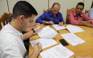 Assinado contrato de Concurso Público do Município de Jaru  Edital sai em março. Clique aqui e saiba total de vagas