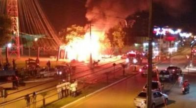 Casa do Papai Noel pega fogo em Ariquemes; Vídeo