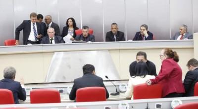Em sessão extraordinária, Assembleia Legislativa vota projetos do governo