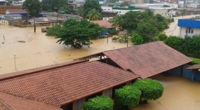 Chuva de mais de 12h alaga ruas e causa estragos em Ji-Paraná