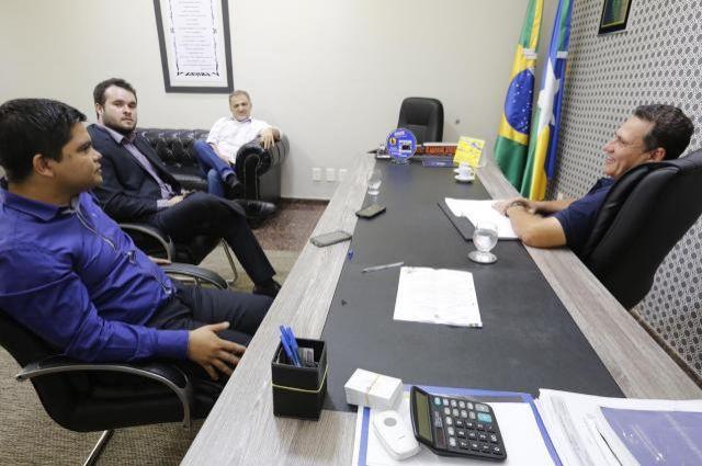 Controlador geral do Estado apresenta plano de trabalho a deputados