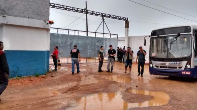 Manifestação termina após confronto e população fica sem ônibus, em Porto Velho
