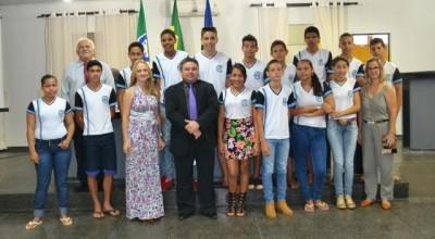 Alunos da escola Maria Rabelo visitam vereadores e participam da Sessão