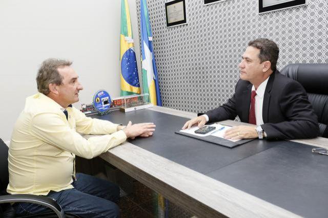 Maurão reforça compromisso em apoiar 35 km de asfalto para Rolim de Moura