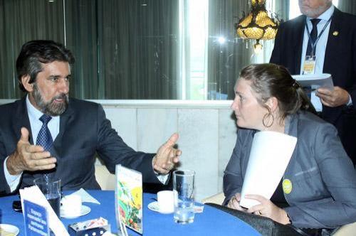 Senador Valdir Raupp recebe prefeitos em Brasília
