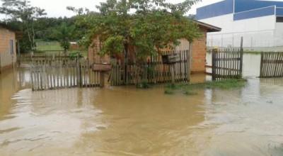Chuva volta a alagar ruas em vários pontos de Ji-Paraná