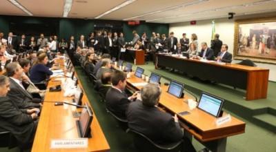 Comissão do impeachment tem mais acusações que Dilma, diz jornal americano