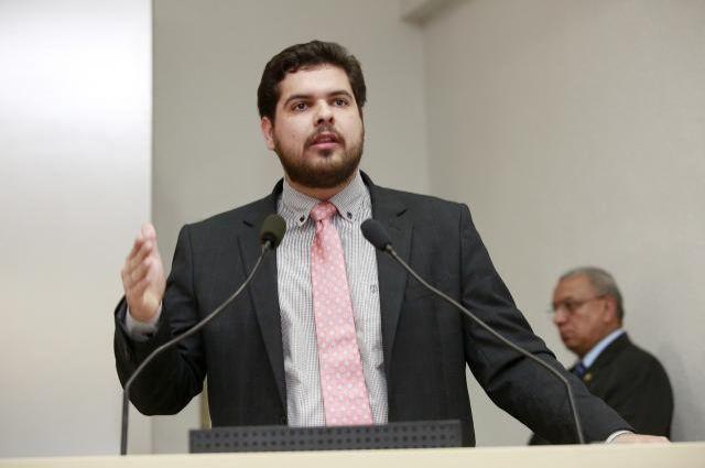 Deputado Jean Oliveira pede em prol das famílias desabrigadas no Jaru