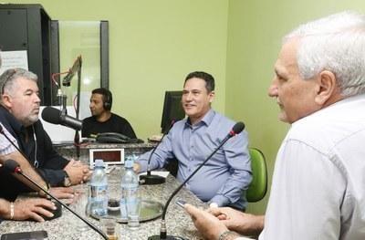 Maurão de Carvalho e Adelino Follador concedem entrevista à rádio Verde Amazônia, em Ariquemes...