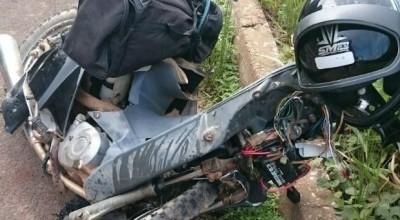 Piloto morre após bater motocicleta de frente com carro na BR 364