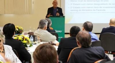 A empresários, Confúcio Moura diz que o estado de Rondônia está plenamente sólido e não pode descarrilar