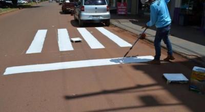 Comtran revitaliza pintura de faixas de pedestres em Rolim de Moura