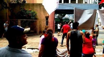 Manifestantes que apoiam Dilma tentam invadir Casa da Cultura, em Porto Velho