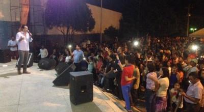 Multidão de evangélicos comparece a show do cantor Renner