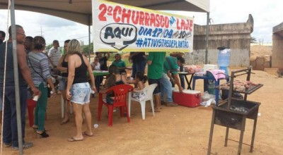 """Porto Velho:Ativistas protestam contra atrasos em viadutos e pelo impeachment com """"churrasco na laje"""""""