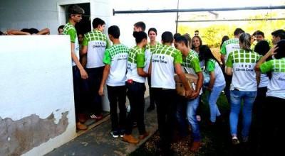 Alunos do IFRO doam alimentos à Casa de Apoio do São Daniel Comboni