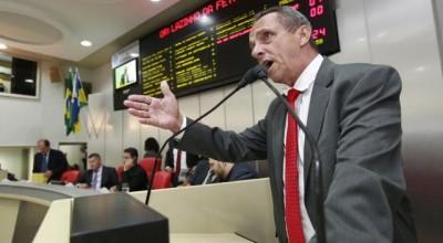 Lazinho diz que omissão dos Poderes contribuiu com ocupação irregular de terras