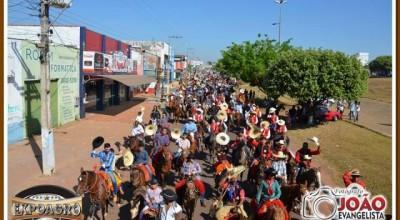 Cavalgada abre programação da 31ª Expoagro em Rolim de Moura