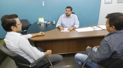 Deputado Jean Oliveira recebe visita do vice-prefeito eleito de Candeias do Jamarí