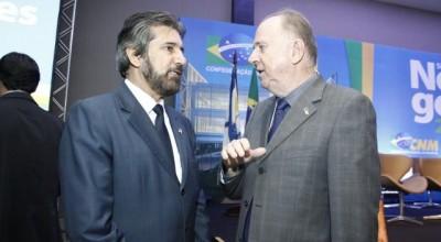 Senador Raupp recebe prefeitos rondonienses para discutir investimentos nos municípios