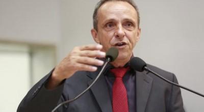 Deputado Lazinho contempla estudantes com Projeto de Lei sancionado