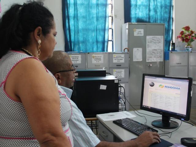 Pais de alunos sairão das filas em 2017, se optarem pela matrícula online em janeiro