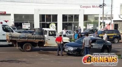 Toyota Bandeirante e um Ford Fusion colidiram na BR 364 em Cacoal