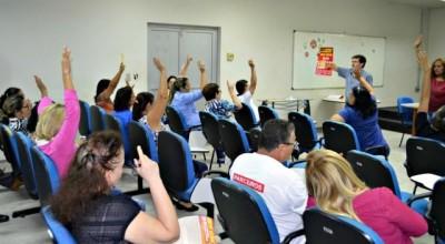 Mais servidores federais aprovam adesão de greve geral do dia 28