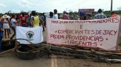 Militantes do MAB e moradores de Jaci fecham BR-364 para exigir reunião com hidrelétrica