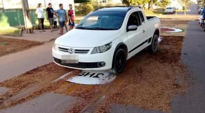 Ji-Paraná: Foto de homem passando com carro sobre tapetes em missa de Corpus Christi revolta fieis na internet