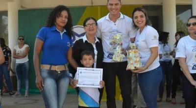 No Aniversário de Rolim de Moura, SEMEC entrega prêmios aos ganhadores do I Concurso de desenhos e redações e o III Concurso de frases