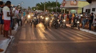 Rolim: Público lota Praça Durvalino na 1ª Noite do  Motociclista e Exposição de Carros antigos