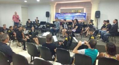 Orquestra Sinfônica da Polícia Mirim realiza belíssima apresentação na Faculdade Farol em Rolim de Moura