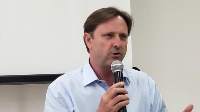 Acir Gurgacz se entrega à Polícia Federal no Paraná e passa mal