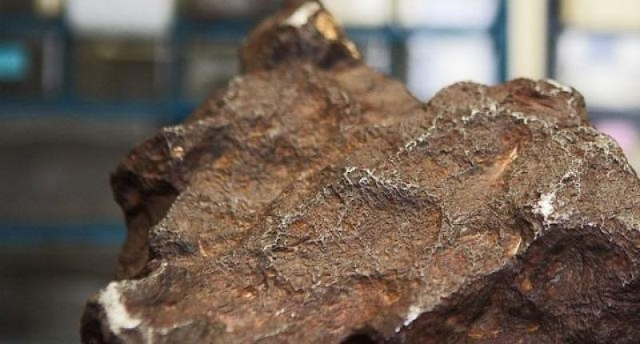 Homem descobre que peso de porta é na verdade um meteorito avaliado em R$ 385 mil