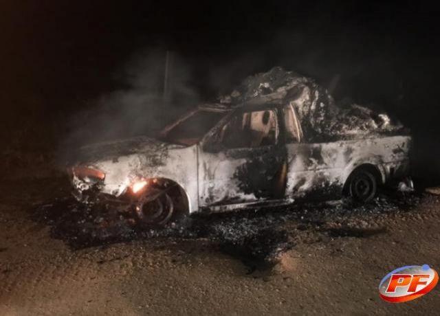 Em distrito de Rondônia, ambulância é incendiada após ficar quebrada na entrada de linha na zona rural