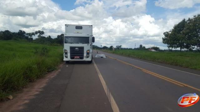 Trágico acidente entre motocicleta e caminhão parado ceifa a vida de jovem na BR-429, em Seringueiras