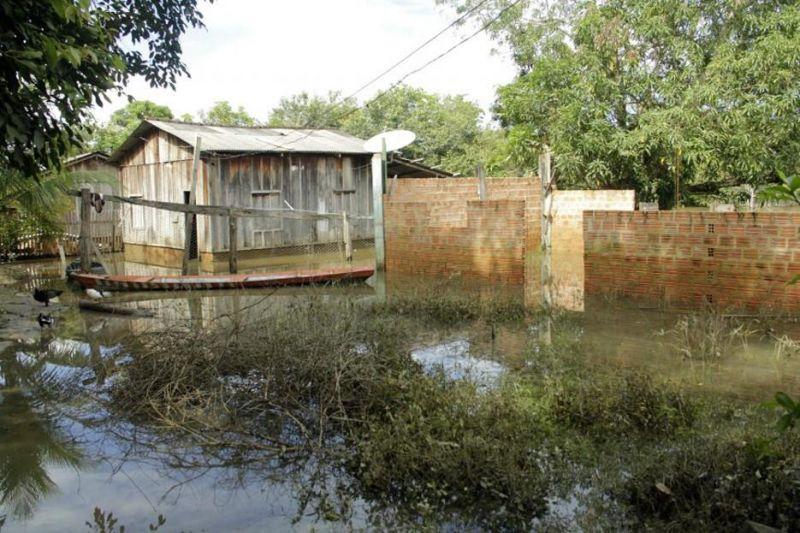 Atingidos pela cheia do Rio Candeias receberão alimentos e água; Casos de malária já preocupam