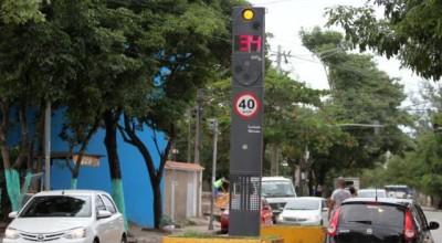 Bolsonaro anuncia fim das lombadas eletrônicas nas estradas; ministro é cauteloso