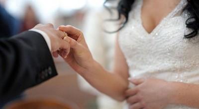 Bolsonaro sanciona lei que proíbe casamento de menores de 16 anos