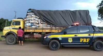 Caminhão com 368 sacas de carvão ilegal é apreendido pela PRF em Ariquemes, RO
